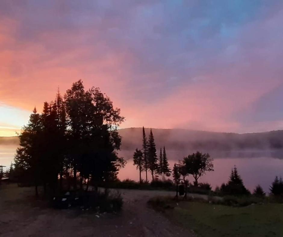 Lever du soleil sur Lac Canot