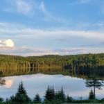 magnifique paysage lac canot devant lodge de la pourvoirie