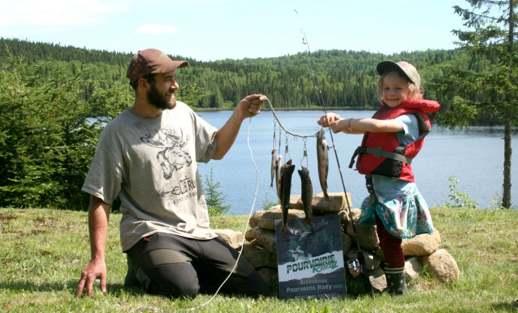 pêche père-fille à la truite truite