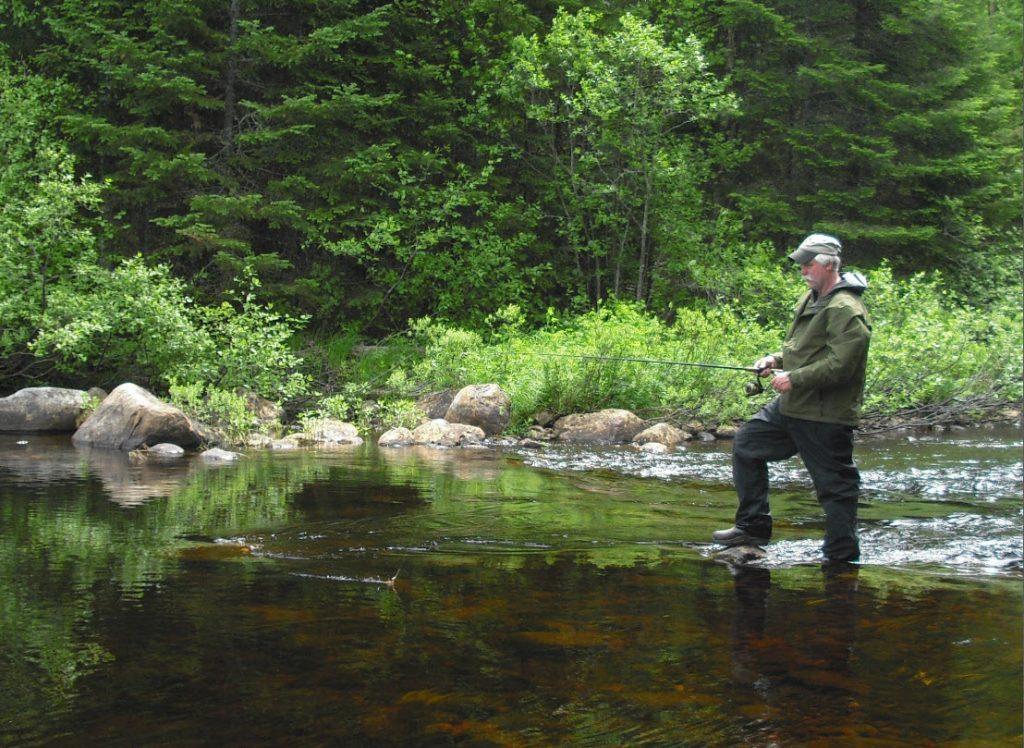 Pêche à la truite à la pourvoirie Rudy dans les Hautes-Laurentides au Québec